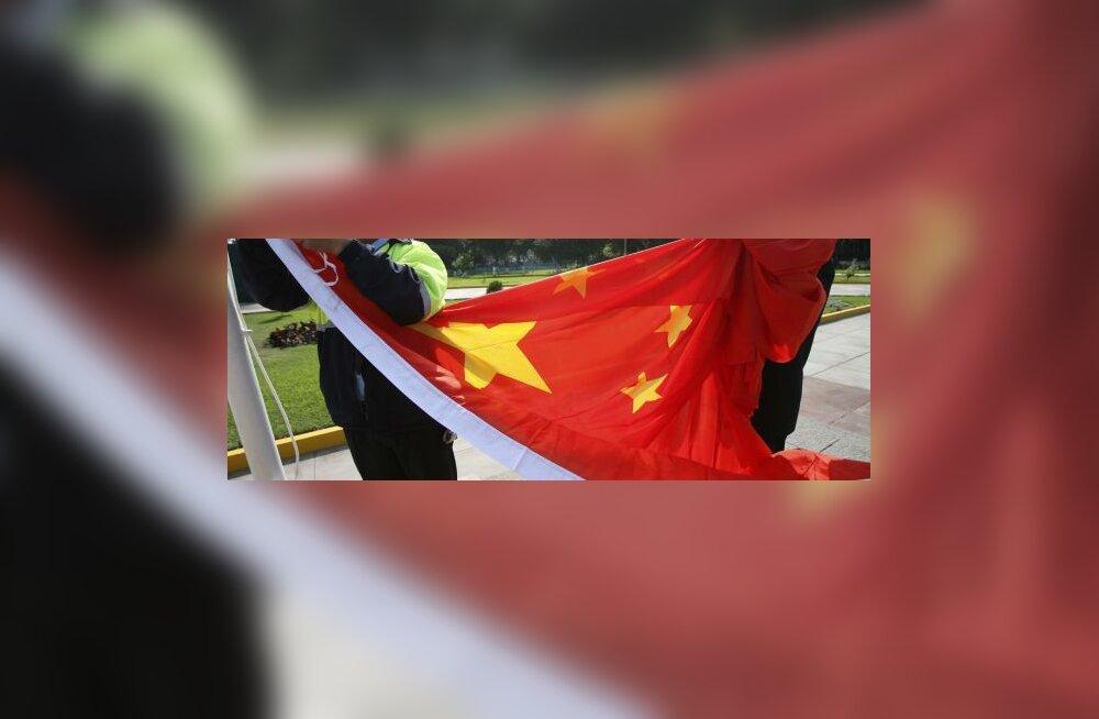 Hiinlased loopisid riigi ja partei lippu munadega
