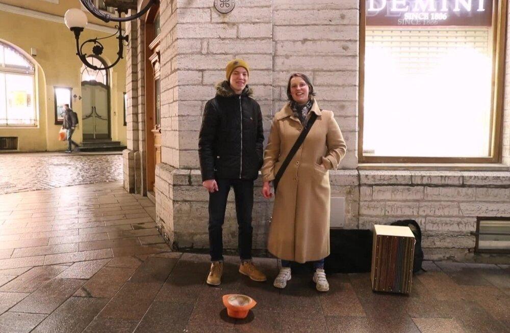 Таллиннский уличный музыкант: летом за час можно заработать целых 50 евро!