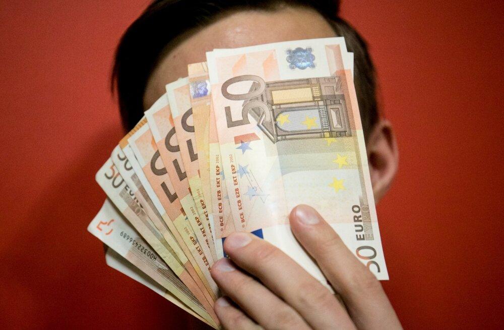 Эксперимент в Германии: гражданам будут дарить по 1200 евро в месяц