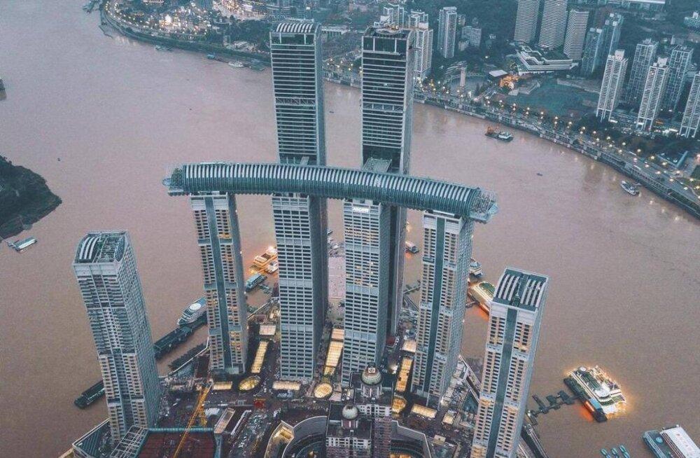 FOTOD | 250 meetri kõrgusel õhus: turistimagnet, mis tähistab Hiinas eriolukorra lõppu
