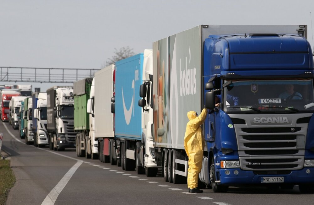 На польской границе эстонские грузовики стоят сутками. А там лекарства и предметы первой необходимости