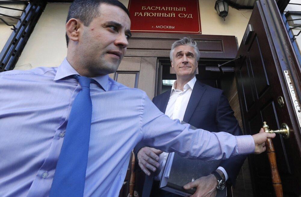 Michael Calvey (paremal) juuli alguses toimunud kohtuistungil