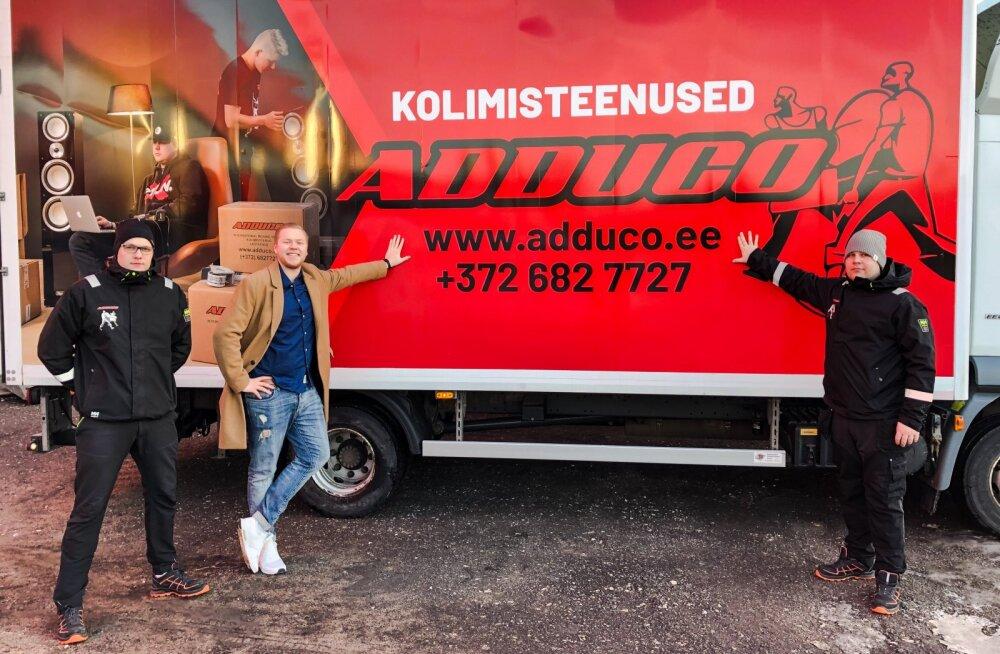 Adduco rahvusvaheliste kolimisteenuste juht Aivar Kisel ning kolijad Keimo (vasakul) ja Tarmo (paremal).
