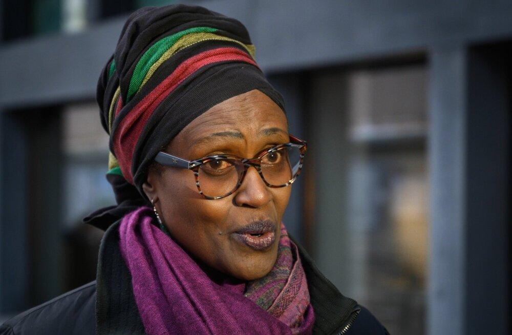 Oxfam Internationali peadirektor Winnie Byanyima eile Davosis enne Maailma Majandusfoorumi aastakogunemist raportit puudutavatele küsimustele vastamas.