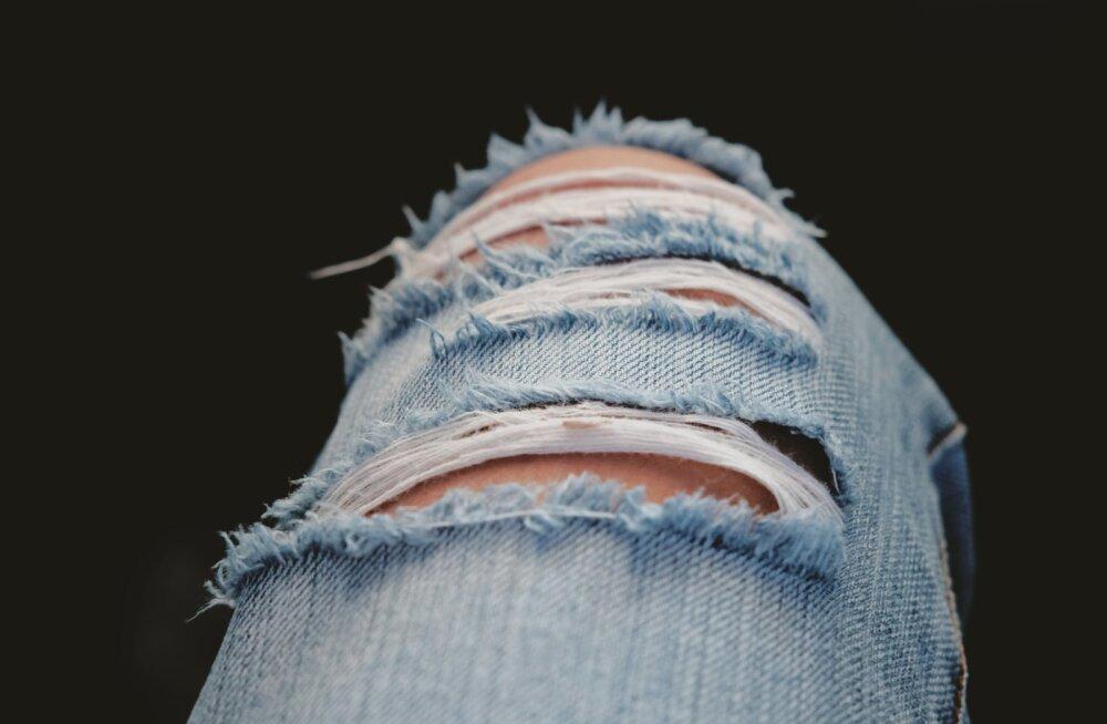 ПОШАГОВАЯ ИНСТРУКЦИЯ | Как сделать рваные джинсы в домашних условиях
