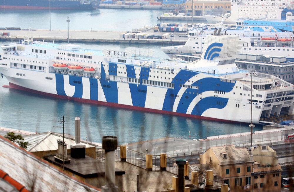 ФОТО | В Италии огромный круизный лайнер превратили во временный госпиталь