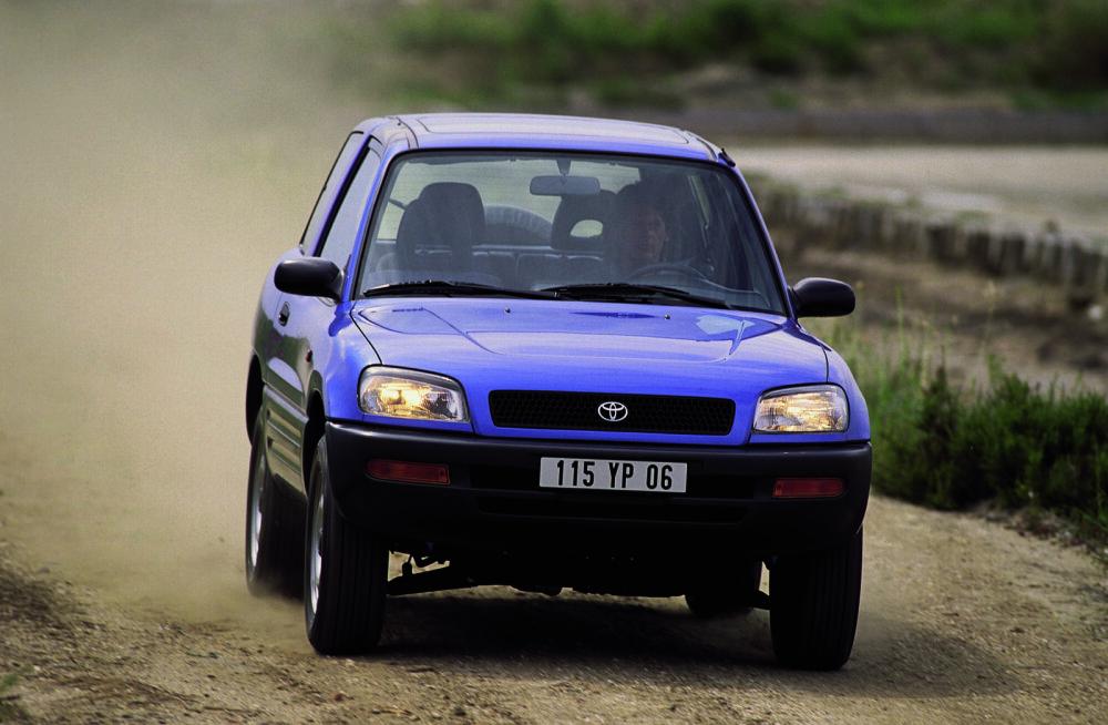Vägev ajalugu: 26 aastat turul olnud Toyota RAV4 on müüdud üle 10 miljoni
