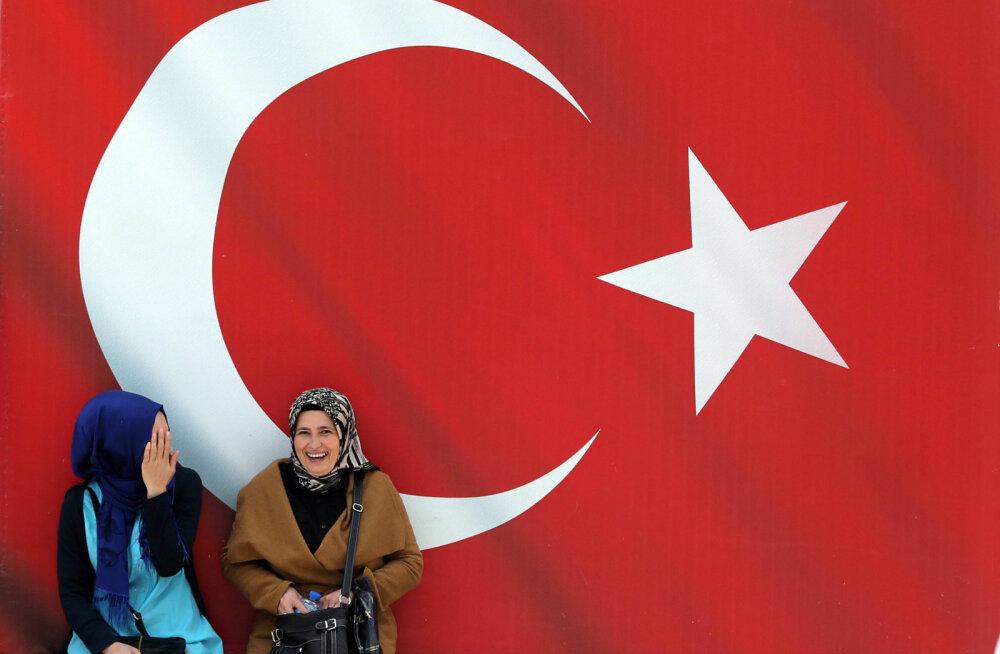 Турция разрешила гражданам РФ находиться в стране без визы в течение трех месяцев