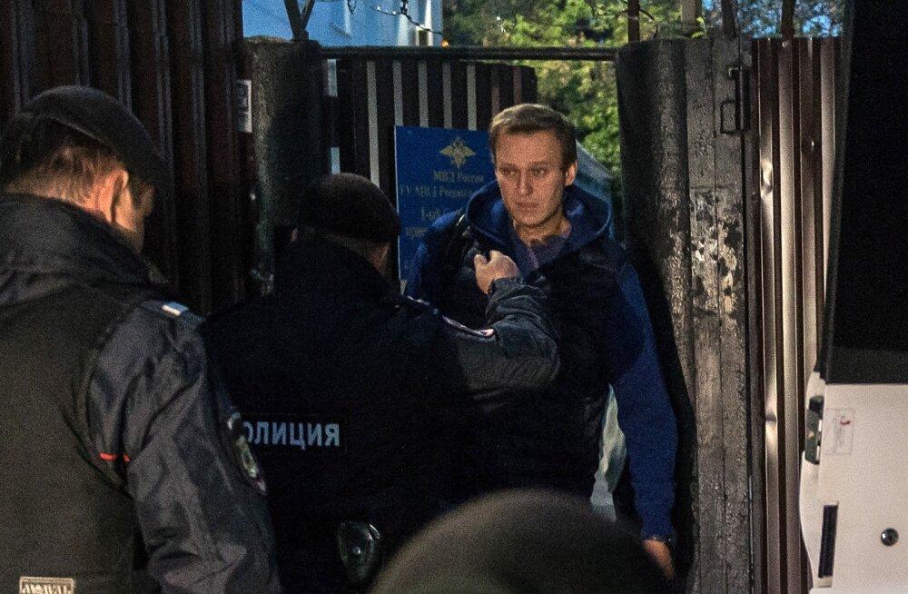 Aleksei Navalnõi vahistati pärast arestimajast väljumist kohe uuesti