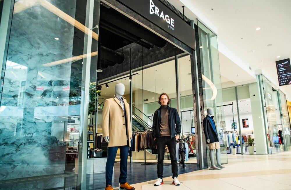 Samuel Vard oma poe ees, mis asub T1 keskuse teisel korrusel. Seest leiab nii mootorratta kui ka puu. Hiljuti seinal rippunud maal Zlatan Ibrahimovićist müüdi Soome kliendile.