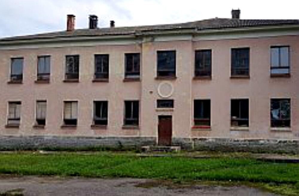 Снос здания бывшей Пярнаской основной школы продлится несколько недель