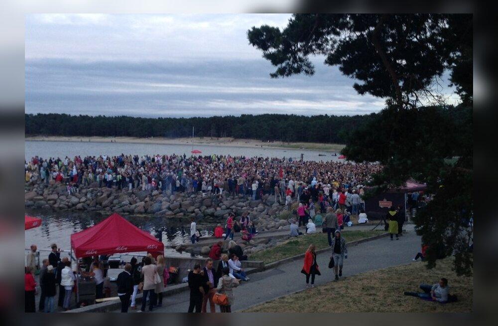 Rahvamass Smokie kontserdi eel 18. juuli 2013