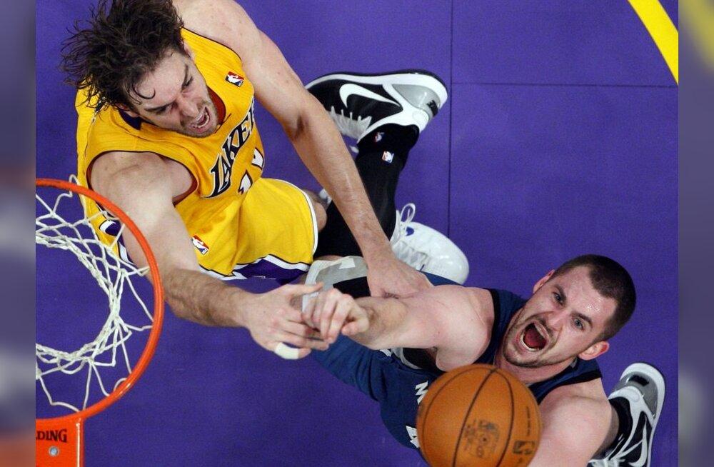 VIDEO: NBA-s korrati 28 aasta tagust imemängu!