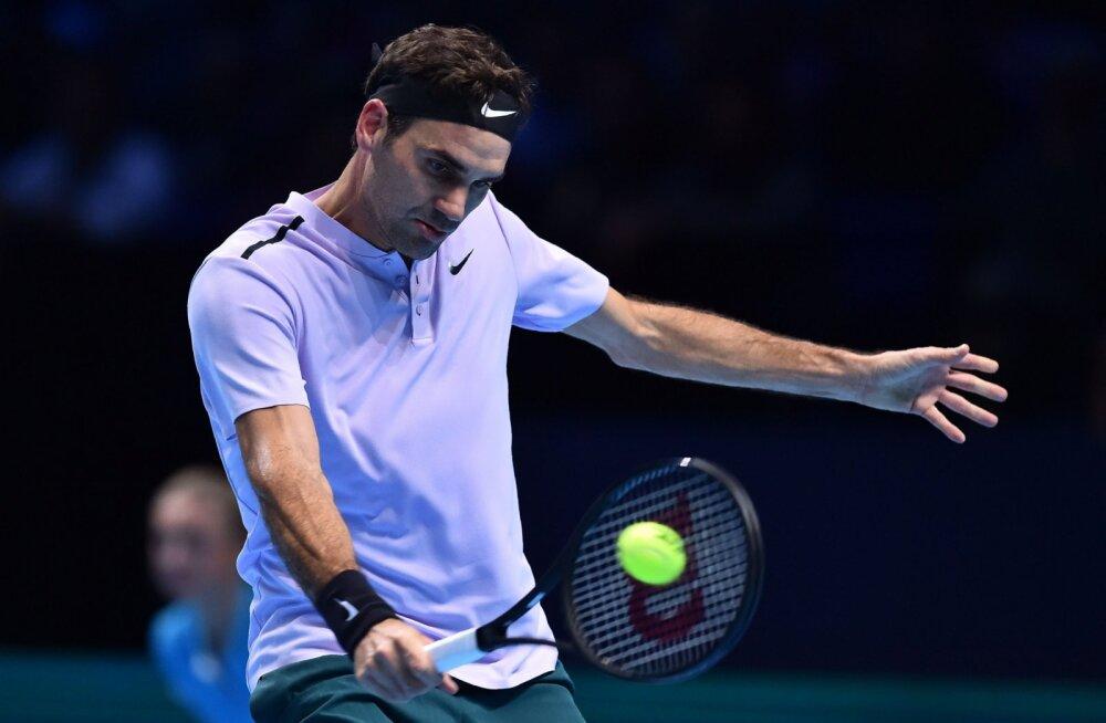 """Igihaljas Federer võitis """"põlvkondade lahingu"""" ning jõudis 14. korda aastalõputurniiri poolfinaali"""