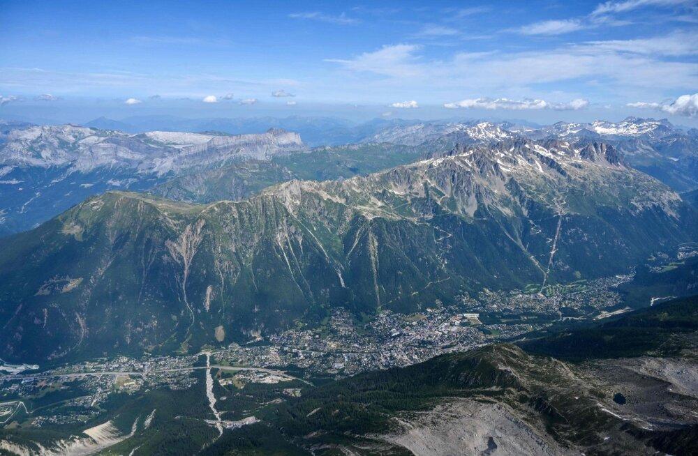 Ajaleht: Vene spioonid on kasutanud Prantsuse Alpe Šveitsi piiri ääres tagalabaasina