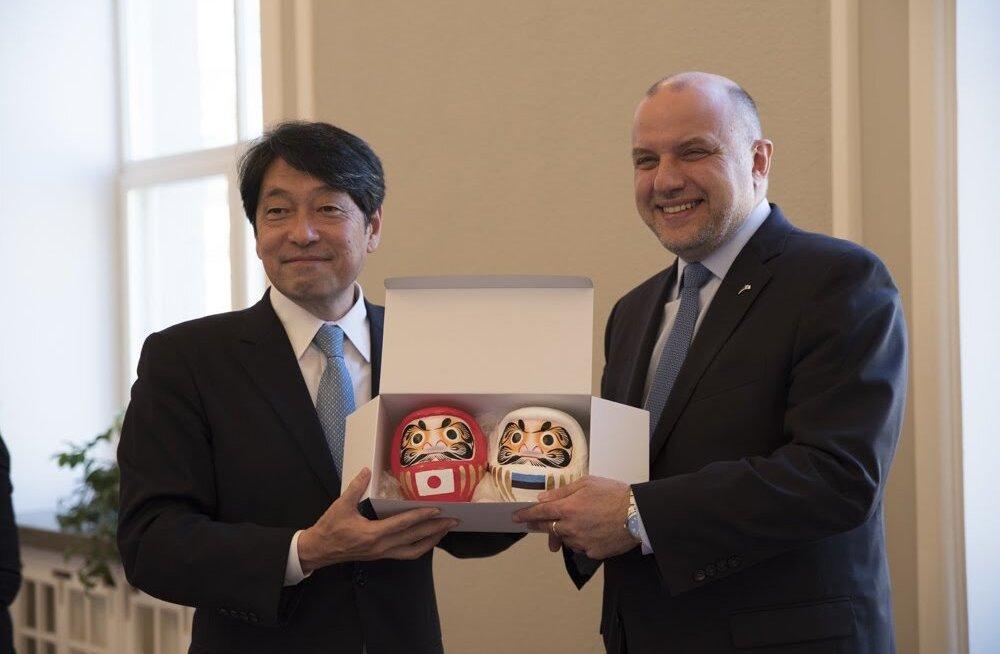 Эстонию впервые посетил министр обороны Японии