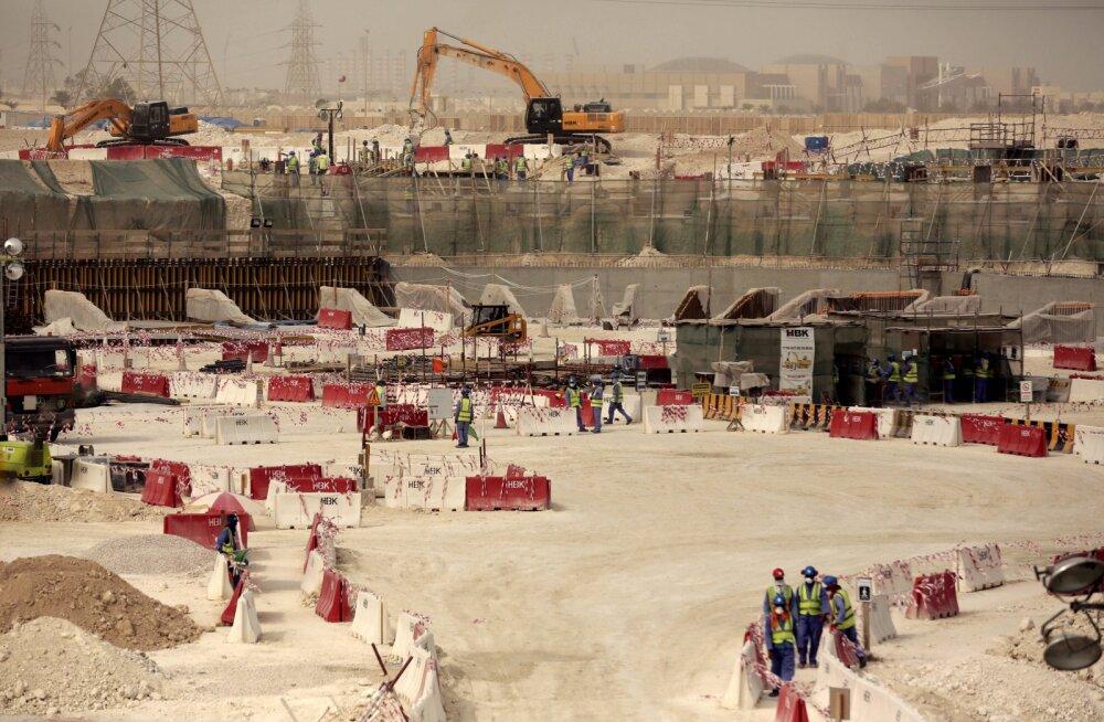 Kataris staadioniehitusest dokfilmi teinud ajakirjanikud vahistati