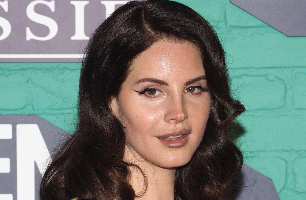 On, mida oodata! Lana Del Rey sulest ilmub peagi põnev ja mitmekülgne luulekogu