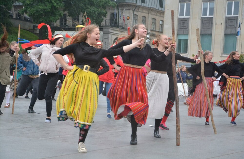 Tantsijad Vabaduse väljakul