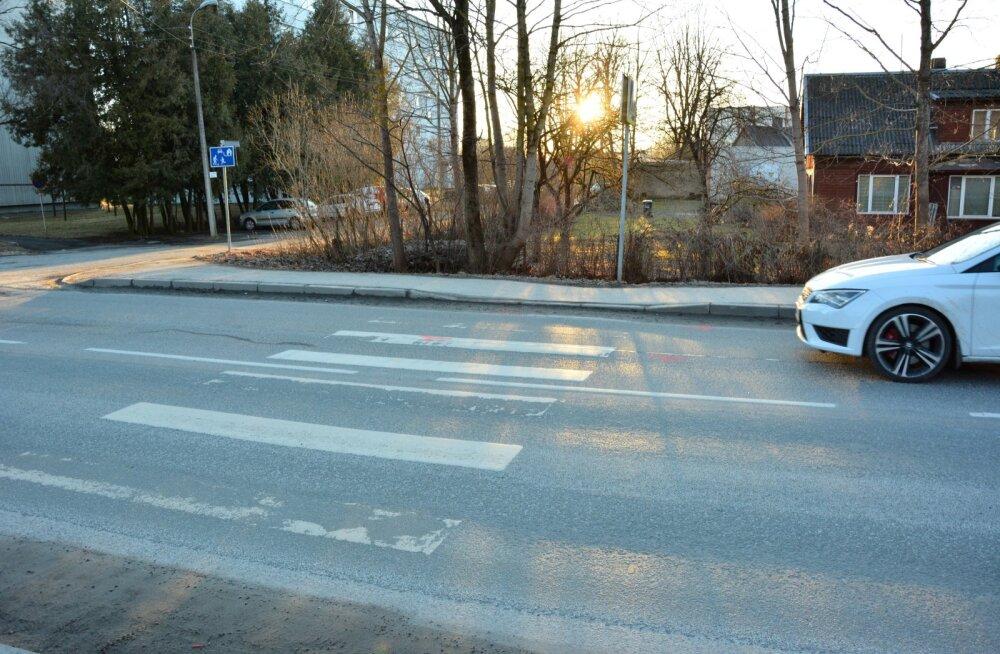 Sellel ülekäigurajal jäi täna päeval inimene auto alla