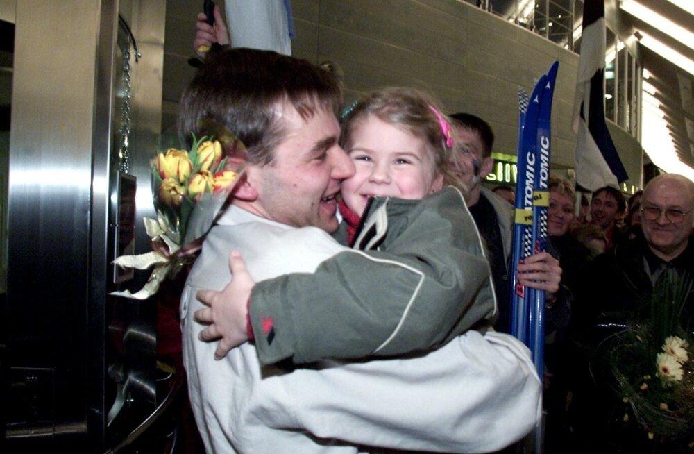 Armas retrohetk: Andrus Veerpalu tütre Anettega aastal 2001