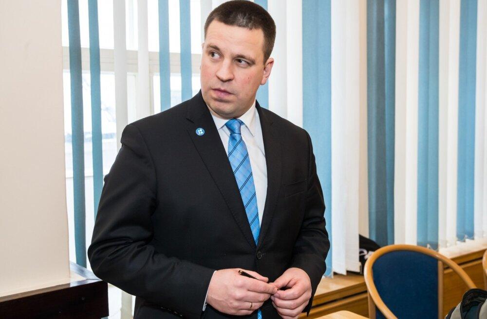 """Нарвитянка спросила премьера Ратаса: """"Почему правительство одобрило бомбардировку Сирии, не посоветовавшись с народом?"""""""