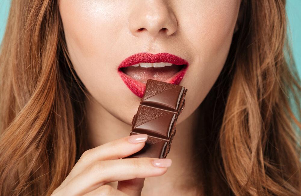 Ei või olla! Kas ka sina oled üks neist, kes sööb šokolaadi valesti?