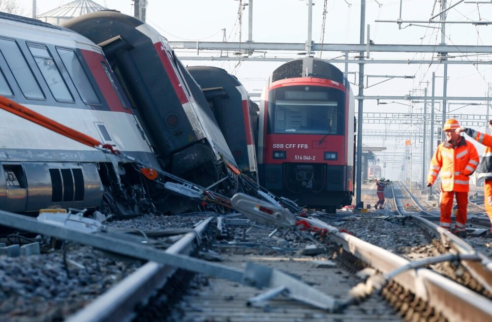 FOTOD ja VIDEO: Šveitsis said reisirongide kokkupõrke tagajärjel inimesed vigastada