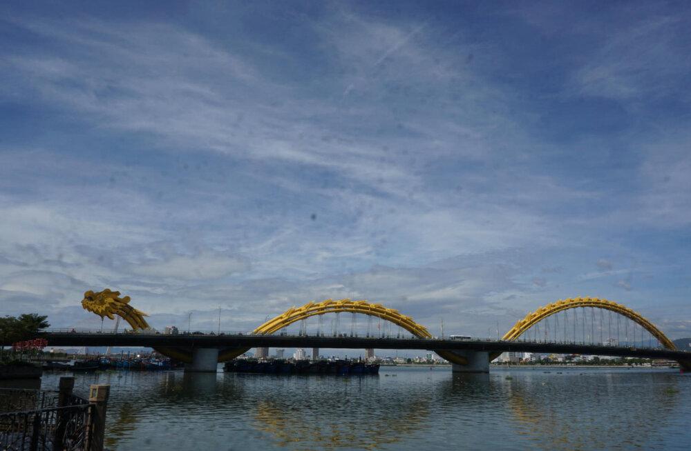 ФОТО и ВИДЕО: Мост гигантского огнедышащего дракона во Вьетнаме