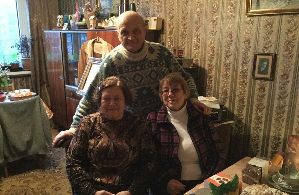 Peterburist on külla tulnud Lena nõbu Svetlana (vasakul). Ta on oma eluga rahul, kuid Lenal Venemaale naasta ei soovita. Lena abielu Edwardiga on kestnud juba ligi neli aastakümmet.
