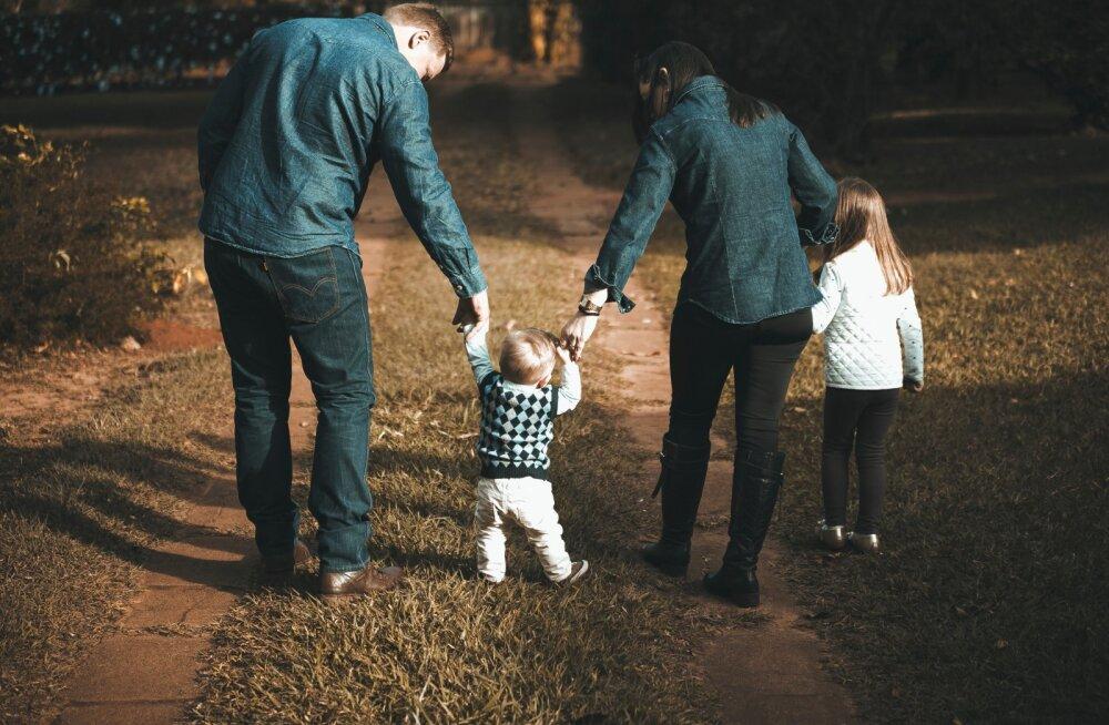Семейный гороскоп: какой вы родитель по знаку Зодиака?