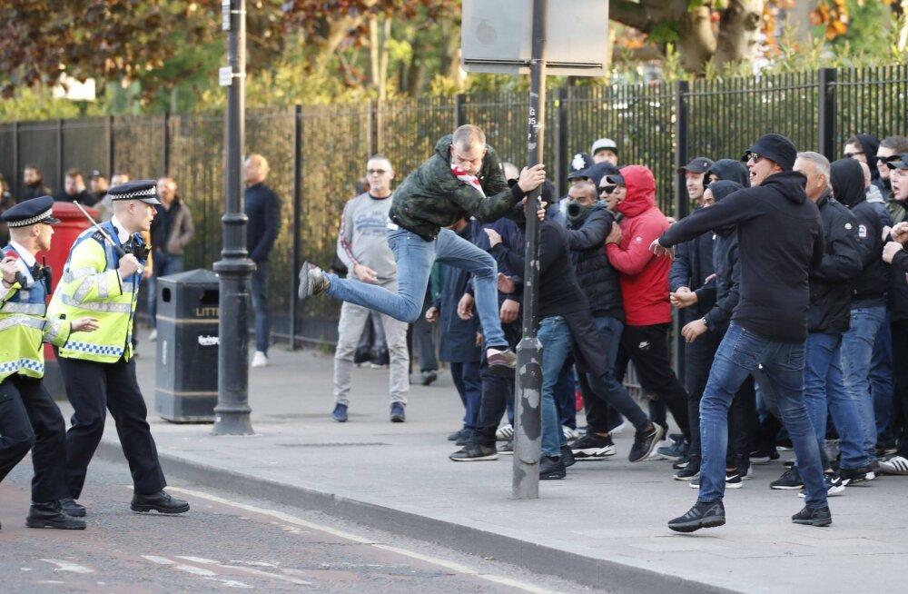 Tottenhami fänne betoonplaatidega loopinud Ajaxi huligaanid mõisteti 20 nädalaks vangi