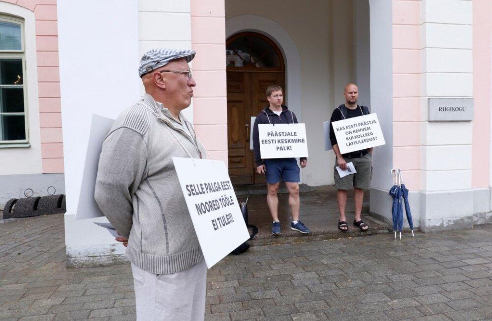 Päästjad Riigikogu ees piketeerimas