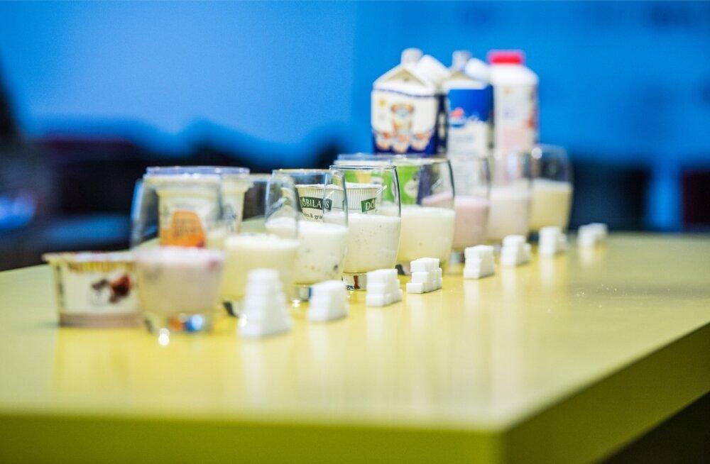 Vastupidi levinud arvamusele pole lisatud suhkrul ja tootes naturaalselt leiduval suhkrul keemiliselt vahet.