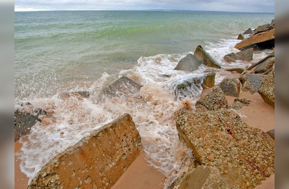 Läänemeri Eestimaa kaldaid uhtumas