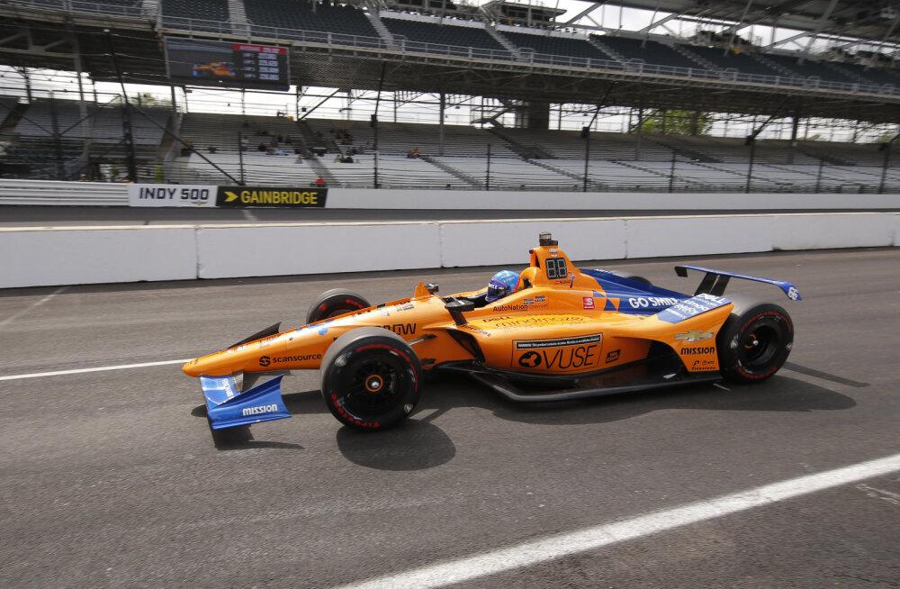 Fernando Alonso jäi Indianapolis 500 põhisõidu ukse taha