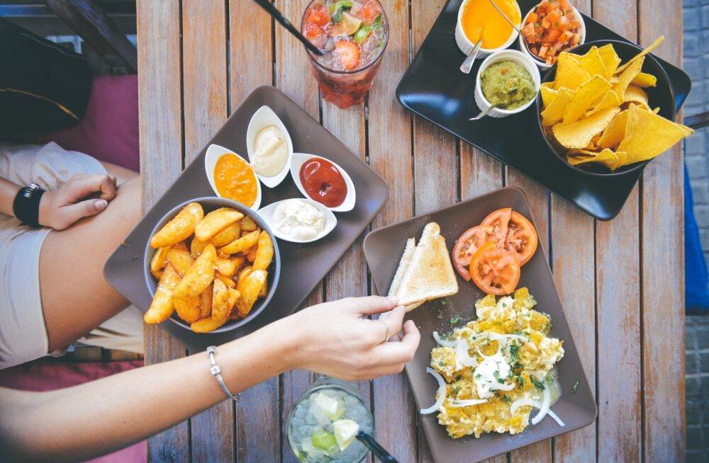 Pane tähele: kui lähed välja sööma, peaksid neid toite kindlasti vältima!