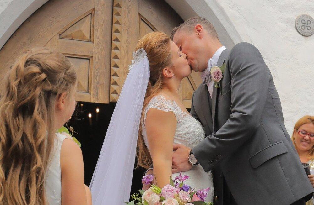 VAATA JA MEENUTA | Palju õnne! Luisa ja Taavi Rõivase suurejoonelistest pulmadest möödub täna juba aasta