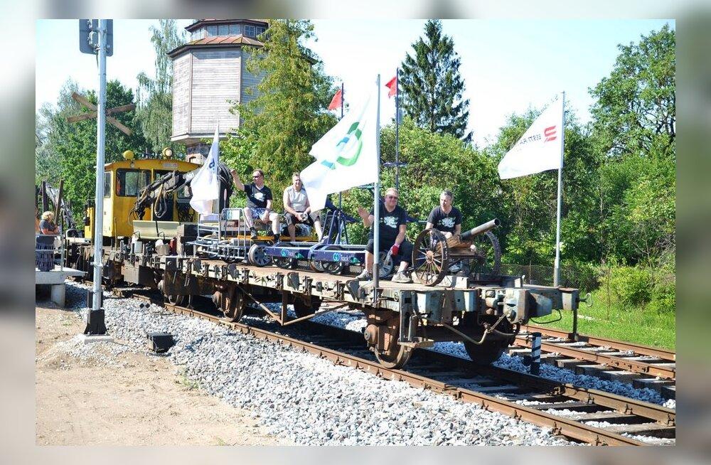 FOTOD: Vene raudtee võistkond ruulis Viljandi folgil