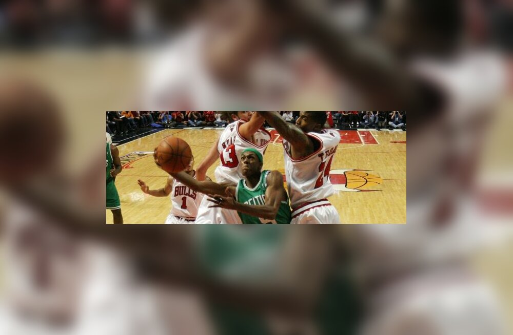 Rajon Rondo (Boston Celtics) ning Joakim Noah ja Tyrus Thomas (Chicago Bulls)