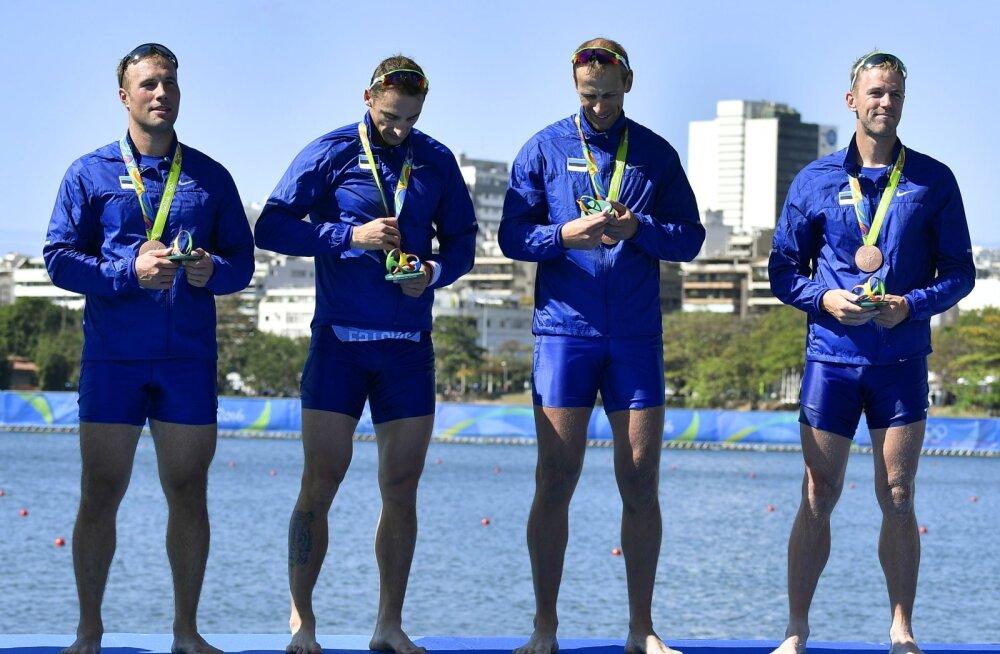 Eesti neljapaadi sõudjad medalitega