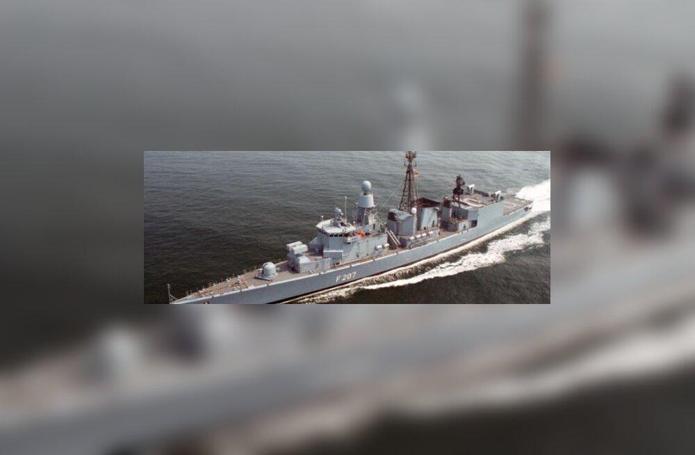 Saksa sõjalaev eelistas piraatide alused uputada