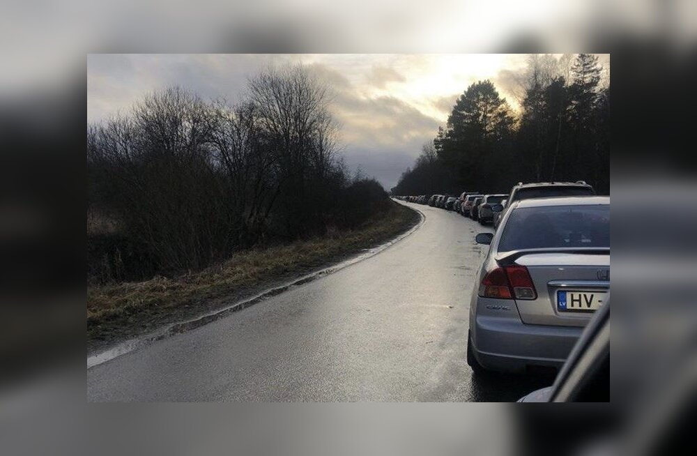 Järjekord Eesti-Vene piiril.