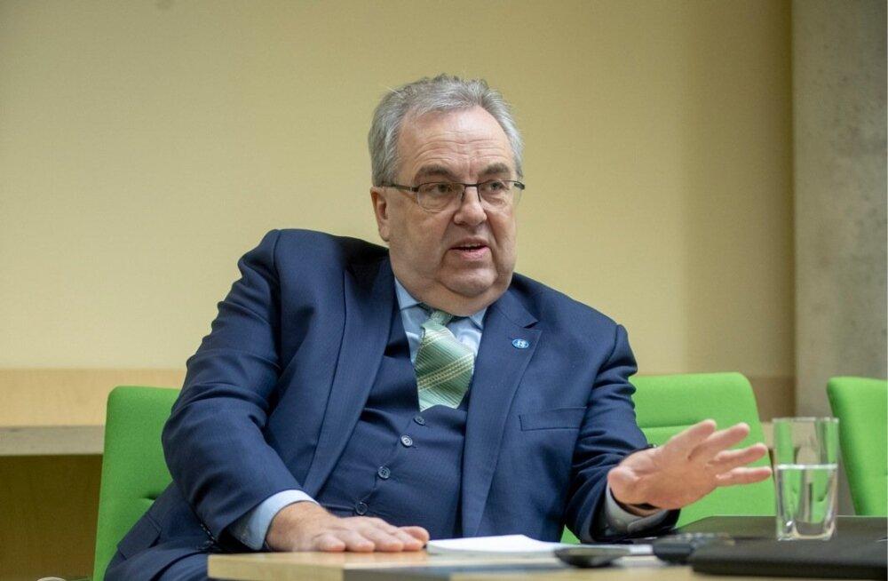 """Eesti Energia nõukogu juht Väino Kaldoja jutustab elavalt, kuidas esimesel kohtumisel energeetikute ametiühinguga olid nad väga ehmunud, sest olid arvanud, et ta ei tule kohale. """"Ma küsisin: kas te olete relvastatud, pean ma kartma midagi? Nad ütlesid, et"""