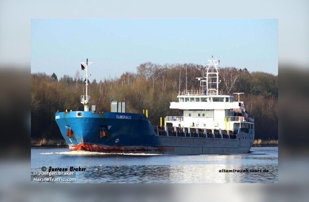 Kihnu juures on kinni kaubalaev Transforza