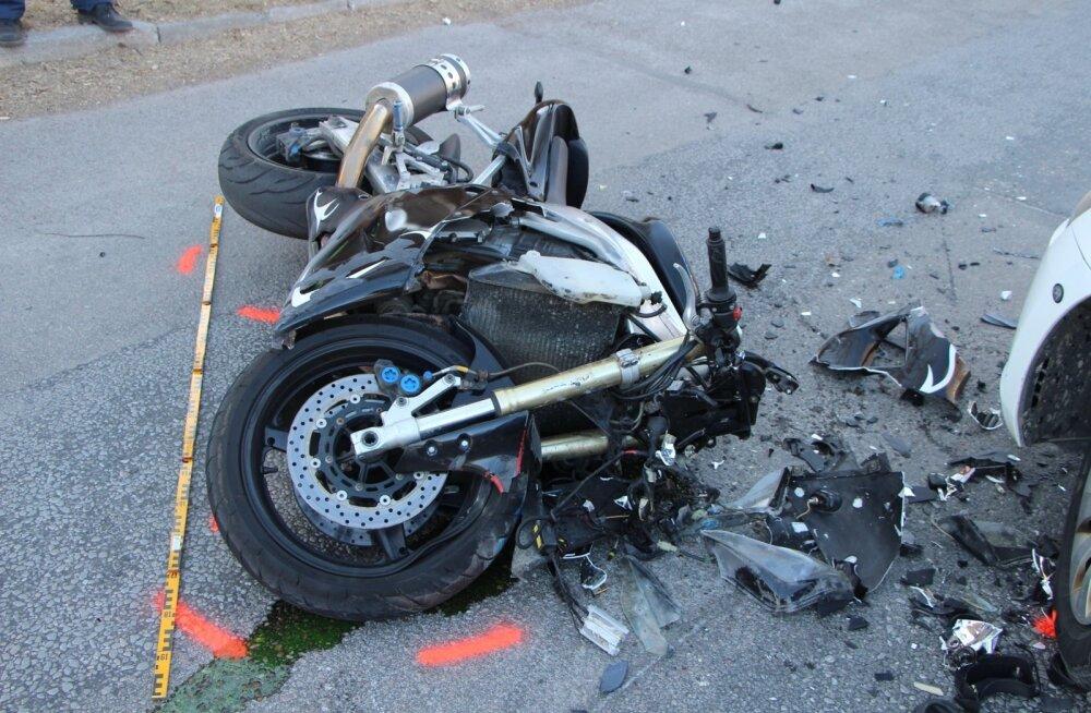 В ДТП с мотоциклами за сутки пострадали пять человек