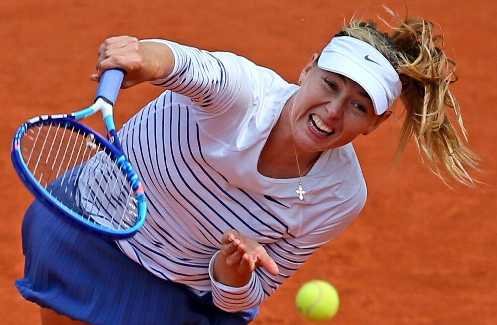 средние фото эмоций теннисисток расположенной неподалеку анталии