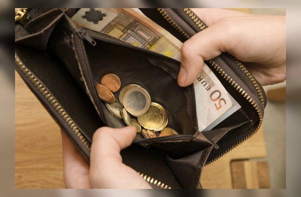 ГРАФИК DELFI: Смотрите, насколько выросла в Эстонии средняя зарплата