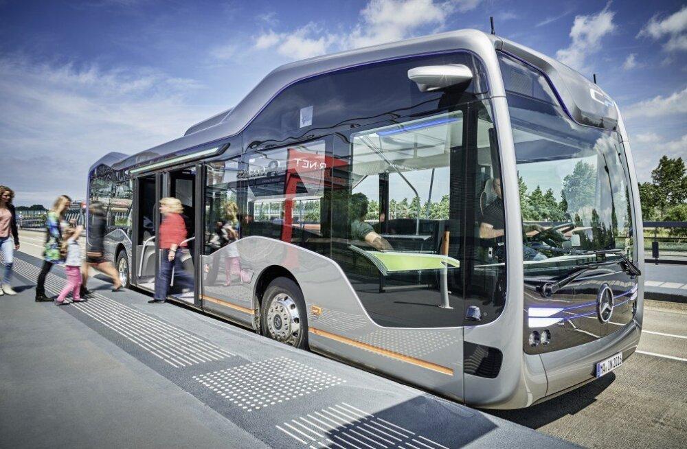 Tulevikubuss polegi enam fantastika: Mercedes esitles isesõitvat bussi