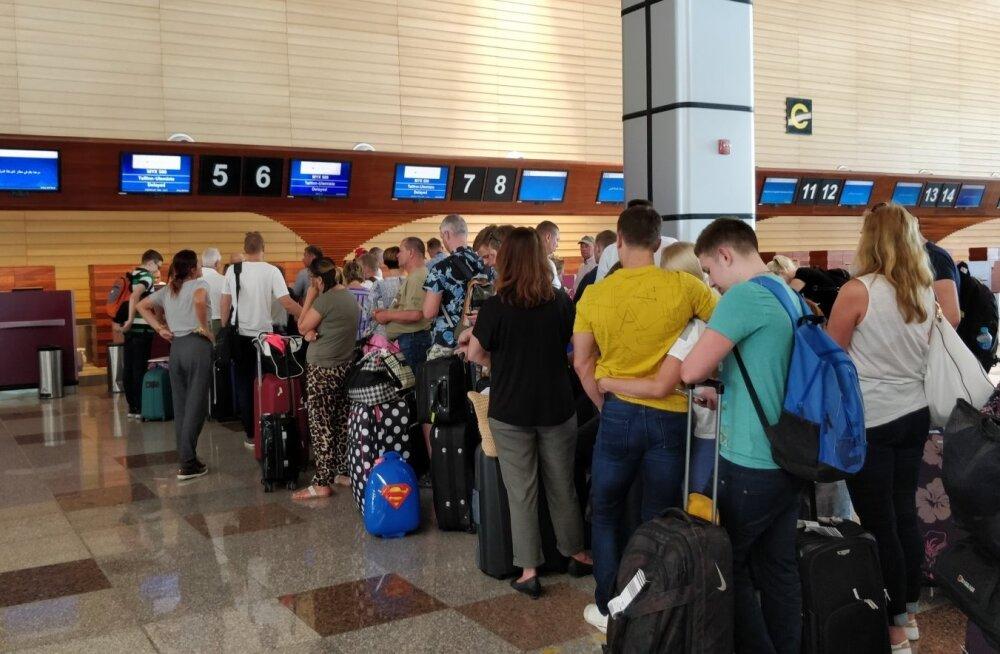"""ФОТО: Эстонские туристы застряли в Хургаде: """"люди начинают паниковать, дети плачут"""""""